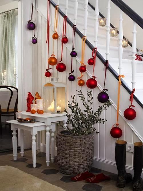 llega el momento de decorar la casa rojo es mi color favorito para la navidad ya se es el tpico por eso me gusta y con luces muchas luces y velas