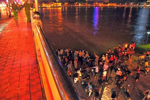 Người dân cứu sống phụ nữ nhảy cầu sông Hàn
