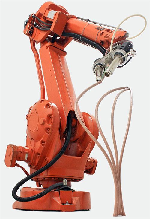 """""""Mataerial""""は3Dプリンターの規模を拡大したロボットだ。パビリオンと同じくらい大きな構造の製造を提案し、建築の製造法が根本的に変わる可能性さえ感じる。"""