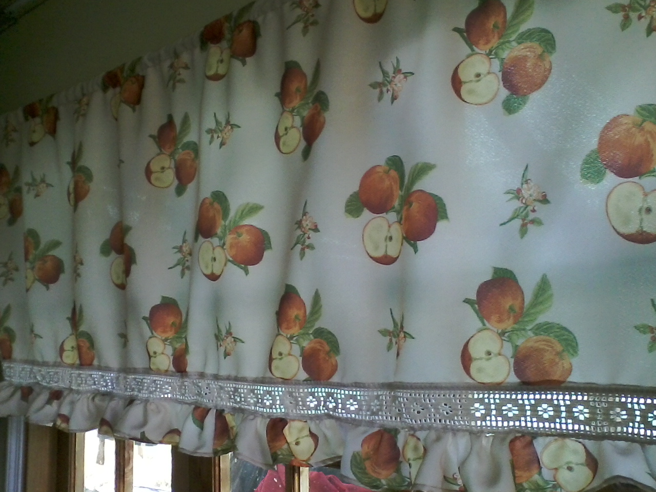 C ser cortina de cocina con tela de mantel for Telas cortinas cocina
