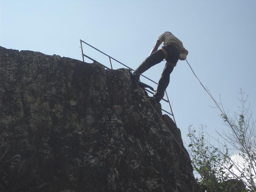 Turun Tebing