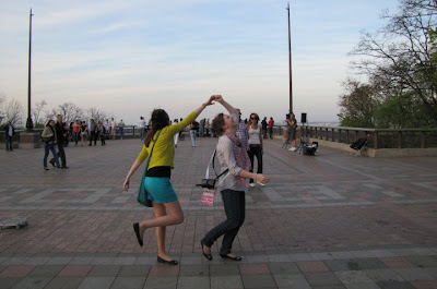 Feel Free with Dancing Style