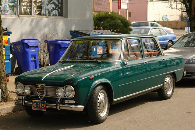 1967-Alfa-Romeo-Giulia-Super-Berlina-Sedan.