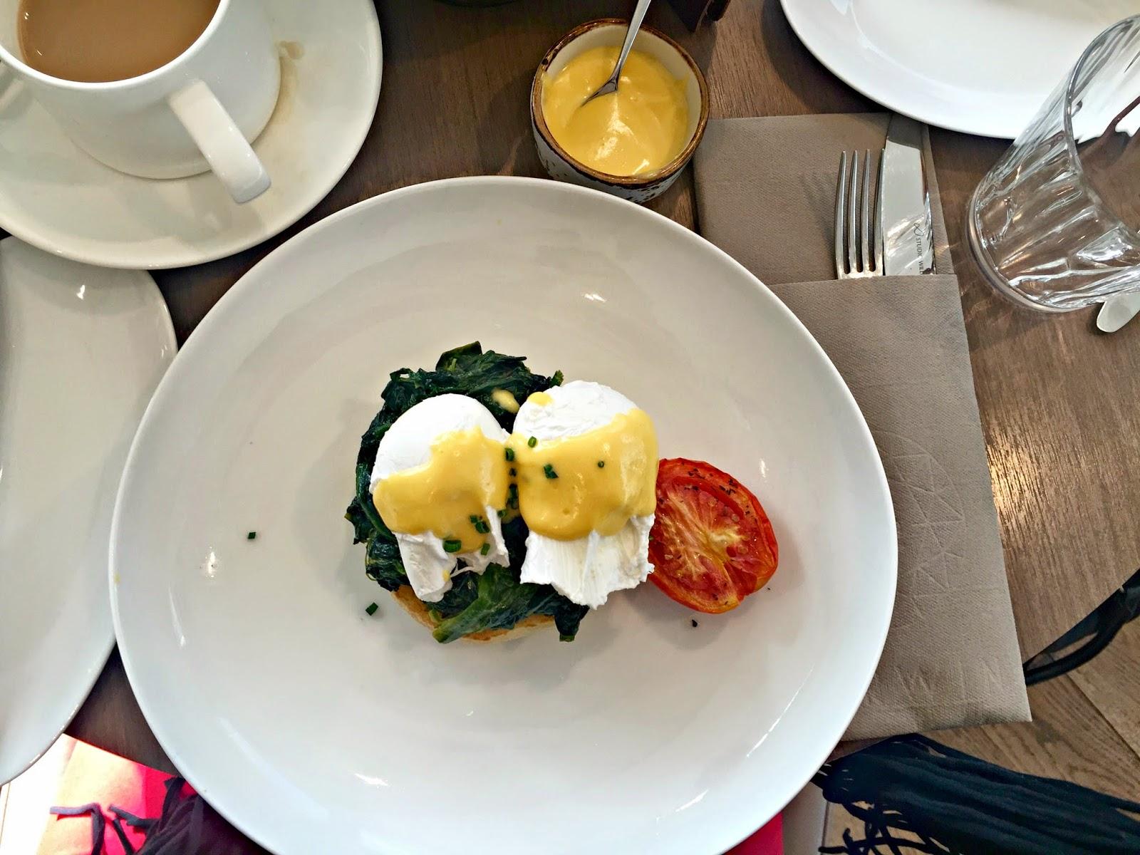Darwin Skygarden Eggs Benedict