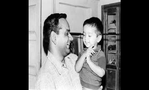 Rahul-Dravid-with-his-Father-Sharad-Dravid