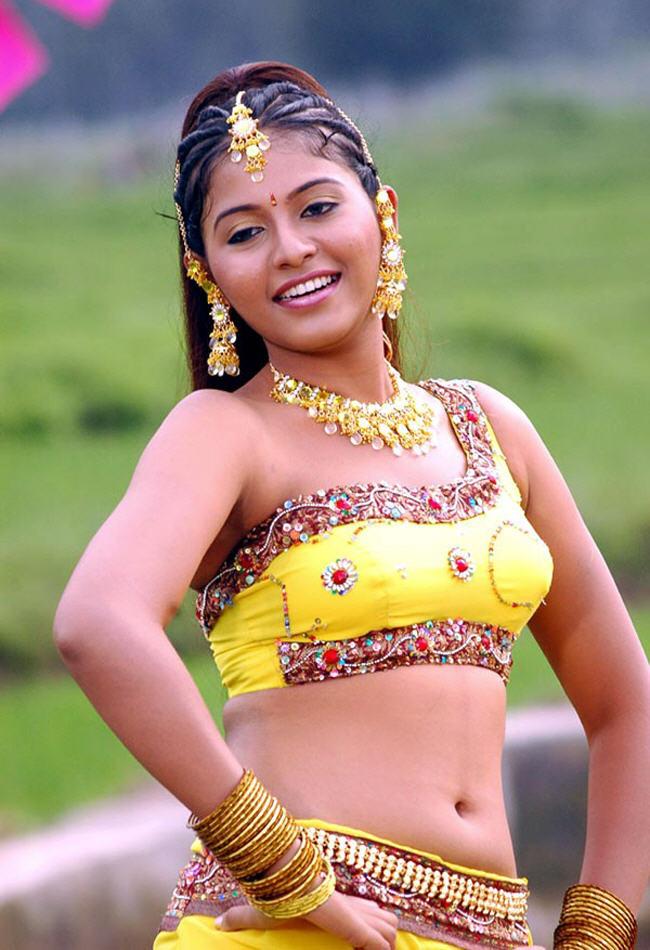 Tamil Actress Anjali Navel Show Photos