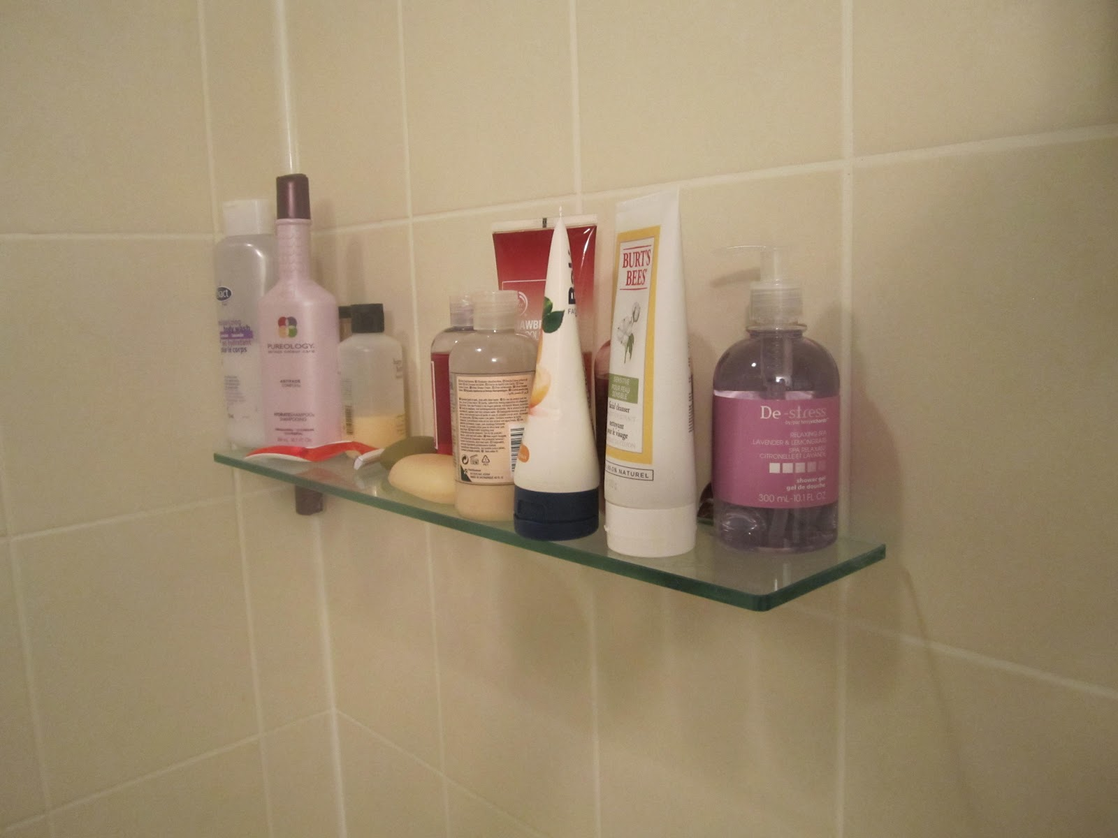 Bathroom Shower Caddy | what to wear with khaki pants
