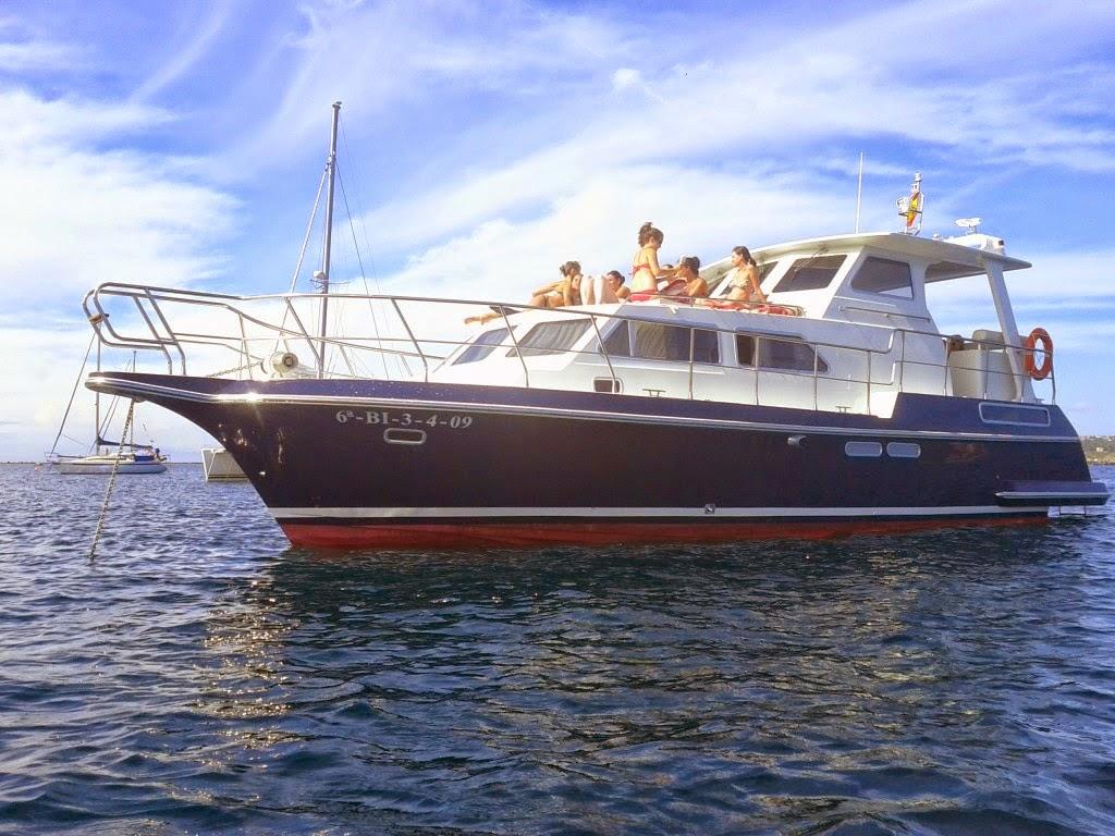 Despedida en barco con actividades acuáticas en Sanxenxo