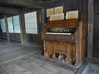 一階のオルガンがある教室。