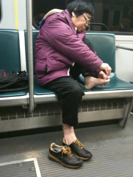 IMAGE(http://1.bp.blogspot.com/-ivPOx-ZZzF8/T862tIhMW5I/AAAAAAAAHtA/F9fAbVU4GZU/s1600/clipping-toenails-on-the-subway.jpg)