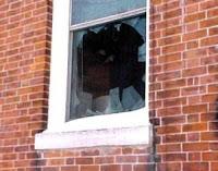 jendela pecah