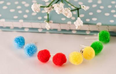 http://www.pinkbijou.com/index.php/set-pendientes-bola-un-par-de-cada/