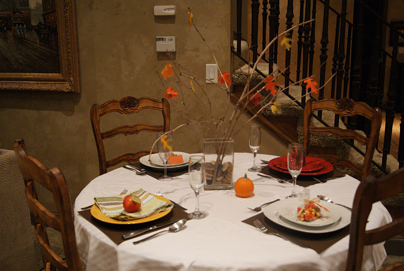 Simple thanksgiving table decor so festive for Inexpensive thanksgiving table decorations