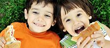 Παιδική παχυσαρκία: 4 τεχνικές για να αλλάξετε προς το καλύτερο τη διατροφή του παιδιού