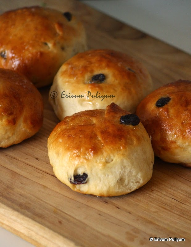 sweet raisin buns | indian bakery buns (step by step pics)