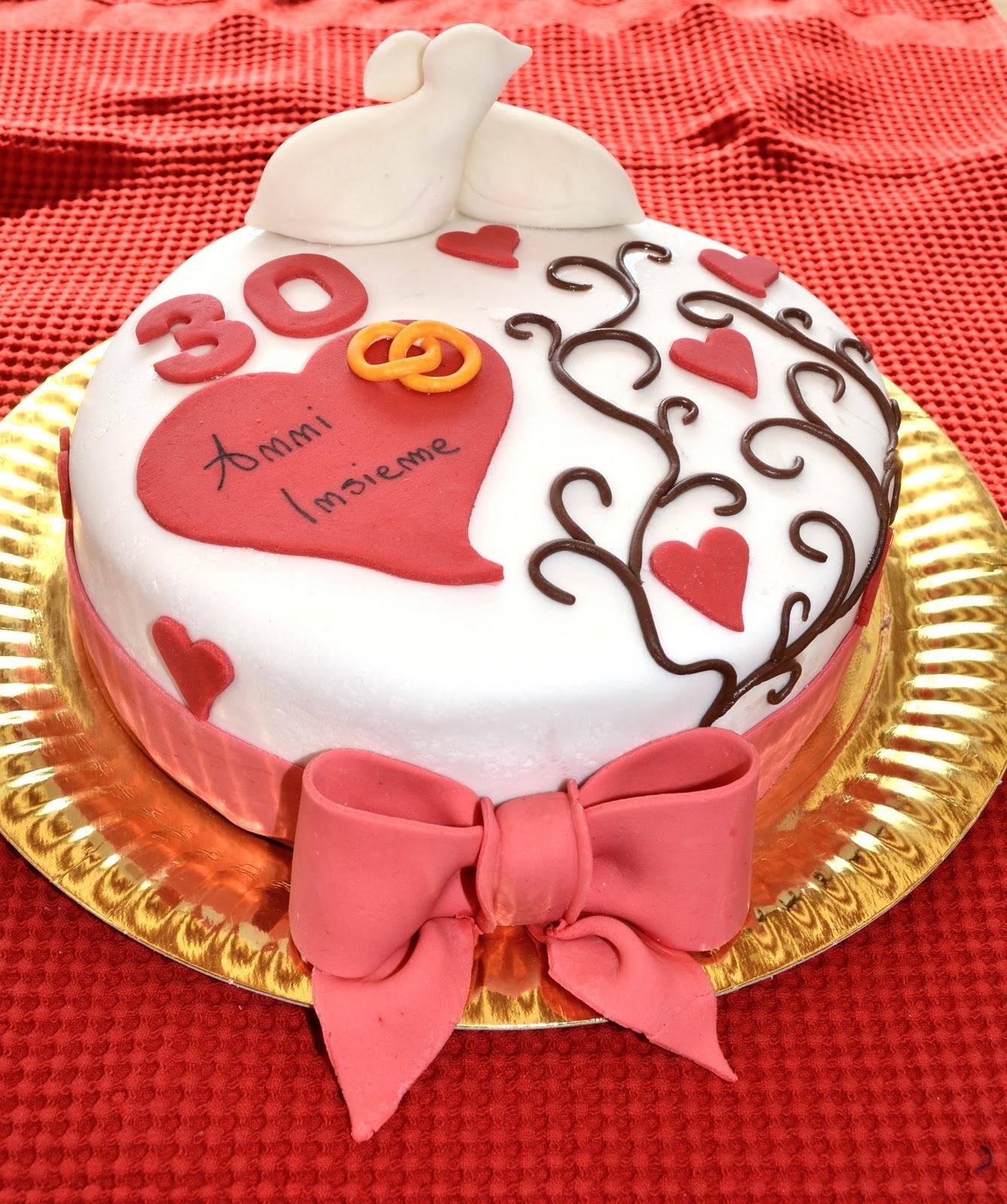 Anniversario Matrimonio Auguri Romantici : Favoloso come decorare una torta per anniversario di