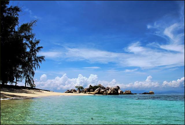 جولة سياحيه مصور لجزر ماليزيا Perhentians-beach-resize.jpg
