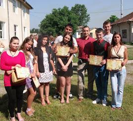 Prof. Daniel Nedeloiu (diriginte),  împreună cu premianţii clasei a X-a C, 17.06.2011...
