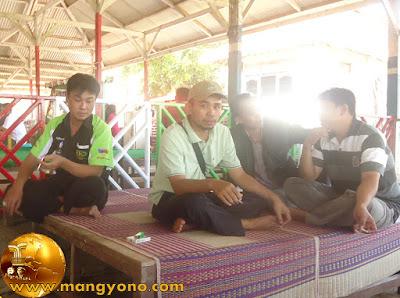 FOTO 2 : Dari kiri Kang Asep Iyan, Kang Ujang, Kang Otong.