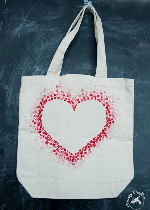 C mo decorar una bolsa de tela con corazon san valentin lodijoella - Telas para decorar ...