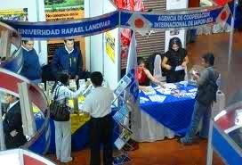 XI Feria Nacional de Becas Becas a nivel Nacional e internacional