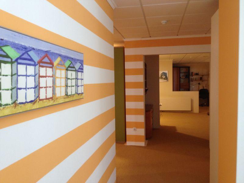 Recikla arte pared pintada a rayas horizontales - Pintar paredes a rayas horizontales ...
