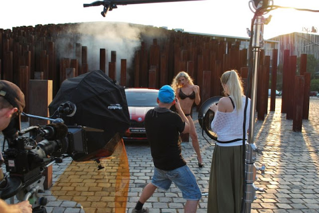 Miss Tuning 2013 Leo shooting in front of a Skoda Rapid Sport