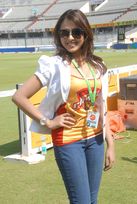 madhu shalini at chennai rhinos vs kerala strikers match cute stills