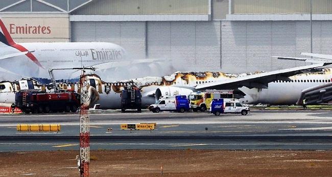 Νέο βίντεο: Μια πύρινη κόλαση τυλίγει ξαφνικά στις φλόγες το αεροσκάφος της Emirates