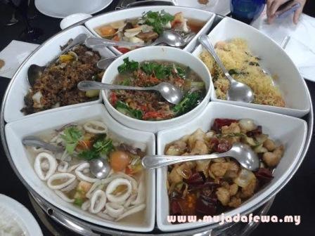 makanan banyak sedap, jamuan makan malam, makan malam asrama, makanan sedap
