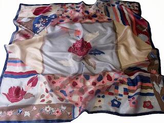 Rózsaágy selyem kendő - Ajándék nőknek Karácsonyra: sálak, kendők selyemből, kézzel festve