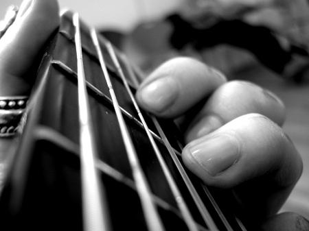 Mơ thấy tiếng đàn Guitar mà không thấy người