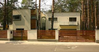 Kombinasi warna cat pagar besi dan tembok
