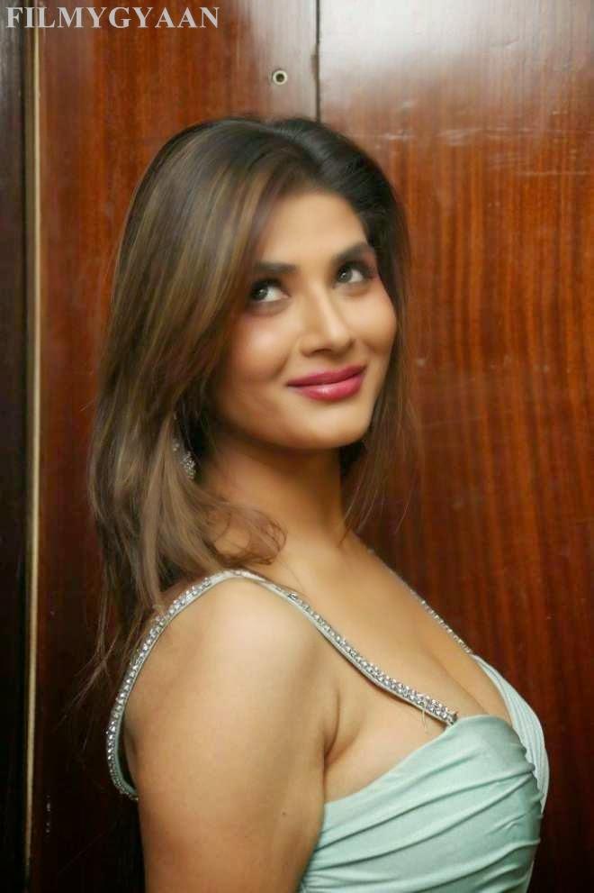 srishti rana latest beautiful photos
