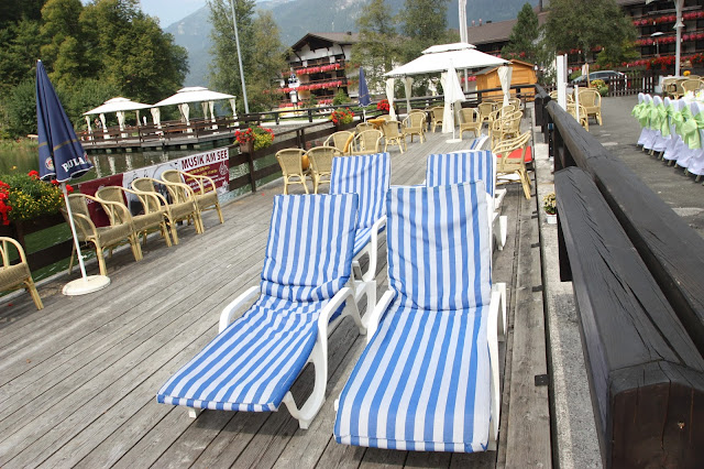 Relaxen im Liegestuhl - Mittagspause bei der Sommerhochzeit
