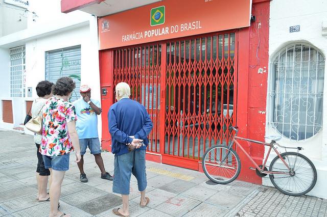 Fim das Farmácias Populares preocupa famílias de baixa renda  =  MAIS UMA DO TEMER !!!