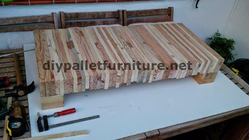 Mesa para el sal n hecha con tablas - Mesa para fabricar palets ...