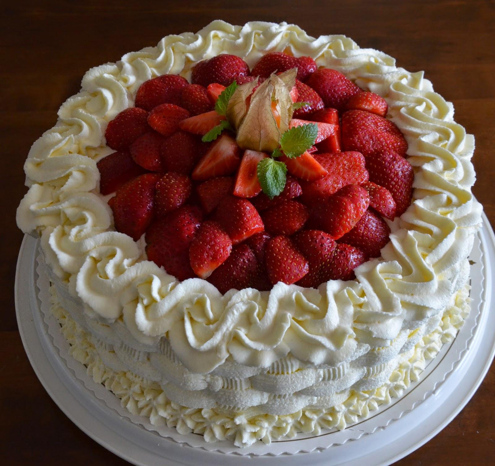 jordgubbstårta med vit choklad