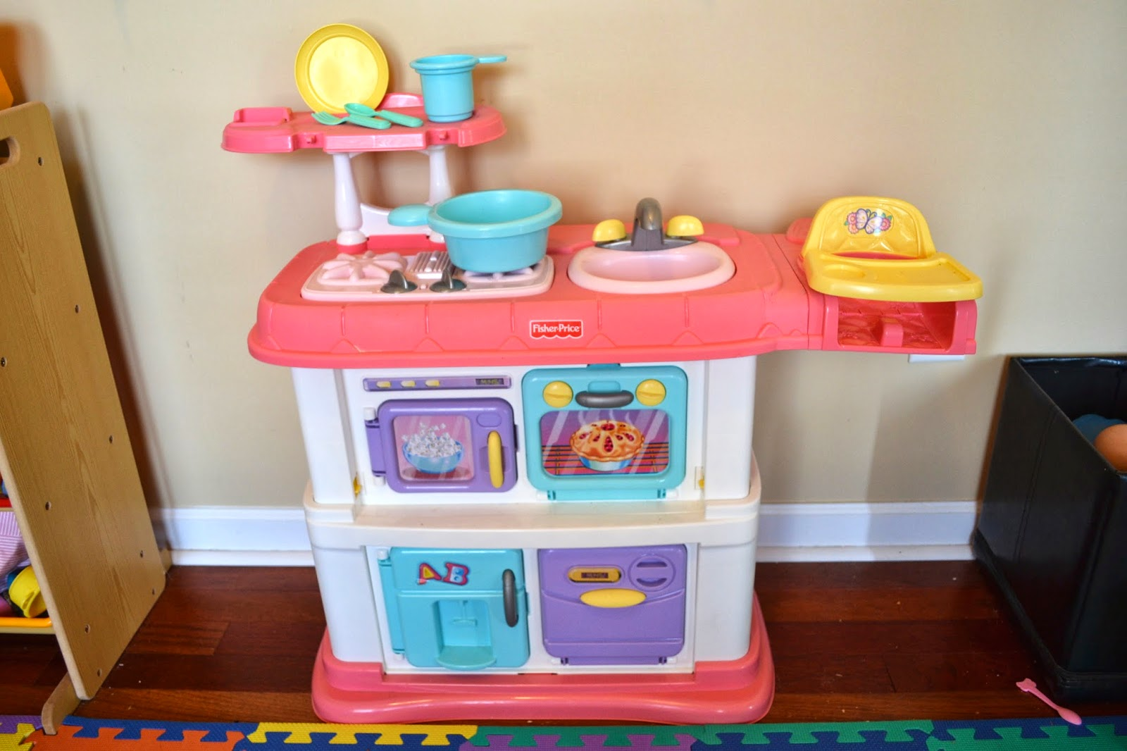 Many Of The Accessories Have Found Their Way Out Of Our House, But The  Kitchen Itself Is In Excellent Condition. Asking $25