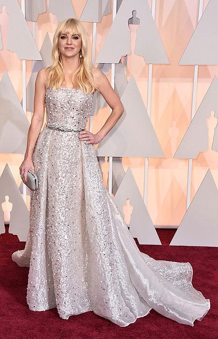 Анна Фарис в сребърна рокля с камъчета на Оскари 2015