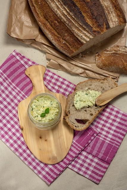 Namaz, dip ili pesto od feta sira i bosiljka