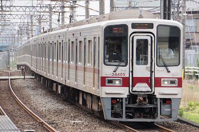 東上線川越駅に到着する東武30000系
