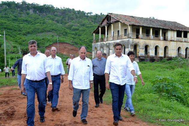 http://www.blogdofelipeandrade.com.br/2016/01/politica-senador-fernando-bezerra.html