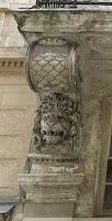 Console à tête de lion, 6 rue de Valois à Paris