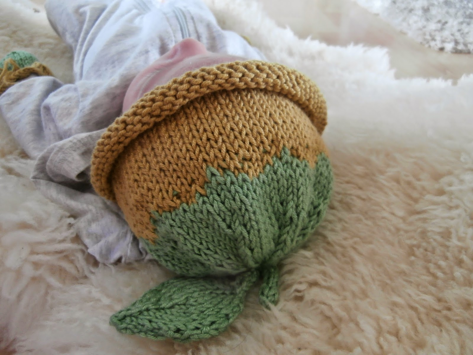 Knitting Patterns For Scratch Mittens : Honey Nutbrowns: Knitting!: Little Sapling Newborn Hat and Scratch Mitts