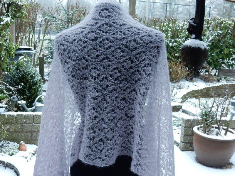 TE KOOP: Lila shawl.
