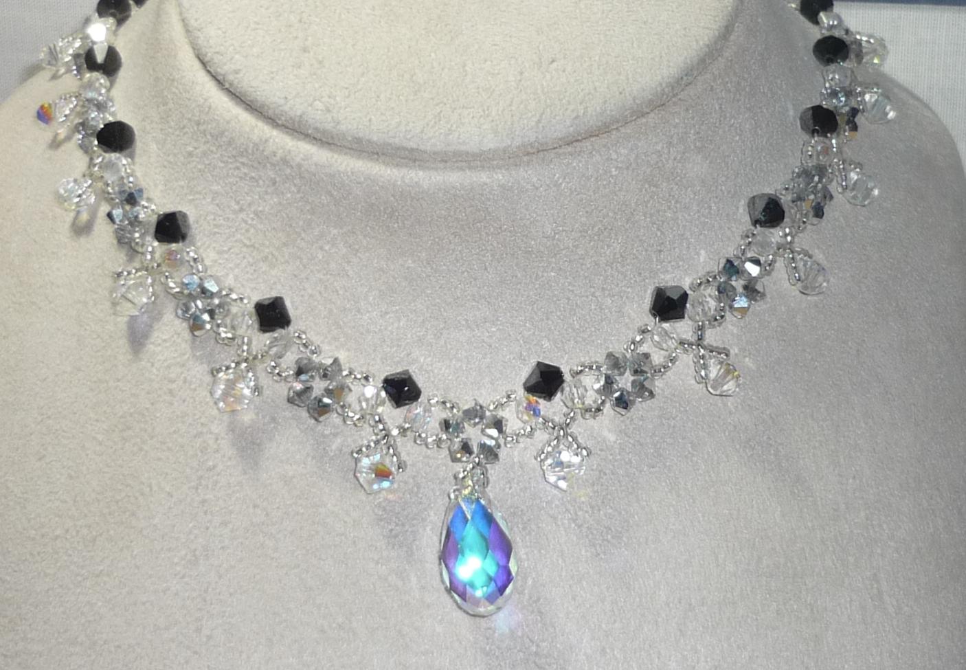 Elegante bisutería con cuentas de cristal tallado, piedras de strass y cuentas glaseadas\u0026quot;. El conjunto es llamado \u0026quot;Joyas para deslumbrar\u0026quot;, si recordais