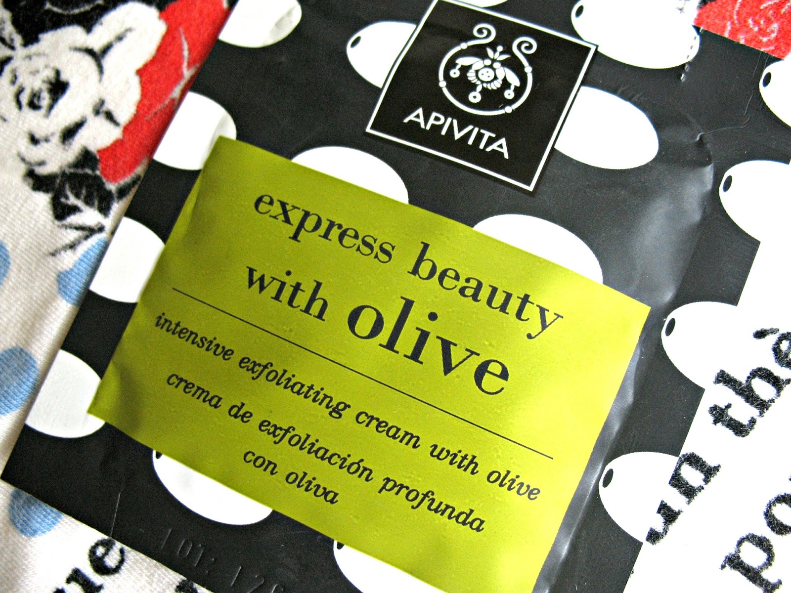 Apivita_Express_Beauty_with_Olive_review_01