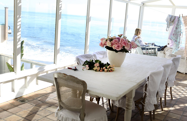 Pastel blonde rachel ashwell 39 s malibu beach house for Rachel ashwell house