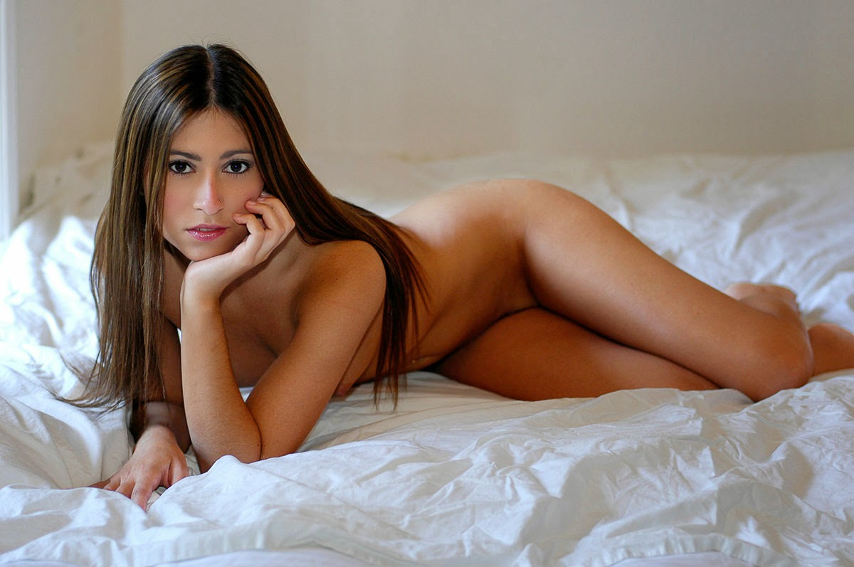 naked babes in bed pics